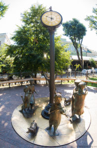 Памятник Одесской время в городском саду