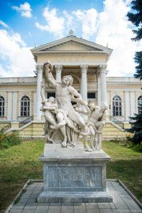 Лаокоон - мраморная статуя возле Археологического музея