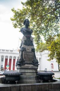 Памятник Пушкину возле одесской думы \ бывшая биржа