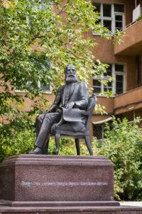 Памятник Маразли на одноименной улице