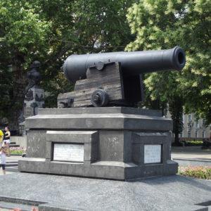 Памятник-пушка с корабля Тигр - экскурсии по Одессе
