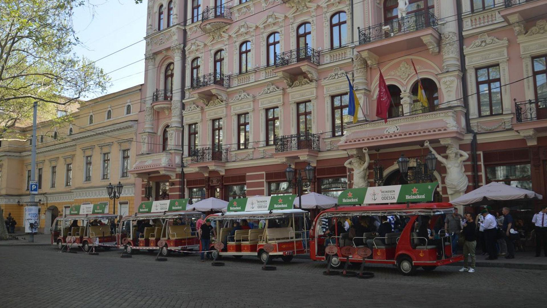 Реклама на экскурсионных электромобилях в Одессе - Сити Тур